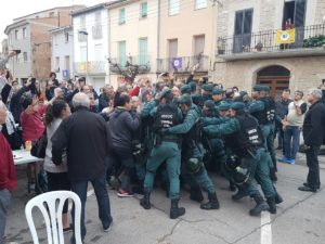 Spanish military police storm Catalonian polling stations Credit: Xavier Solé Gasset / Twitter